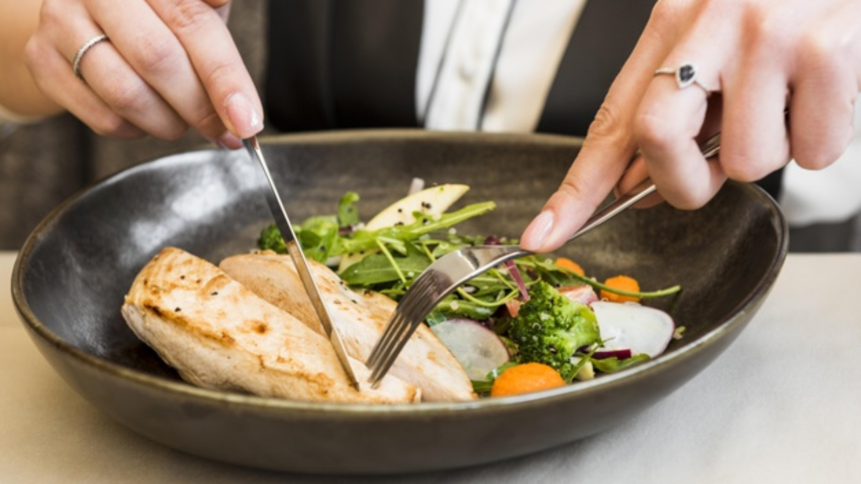 person-cutting-gourmet-chicken-breast_23-2148516895