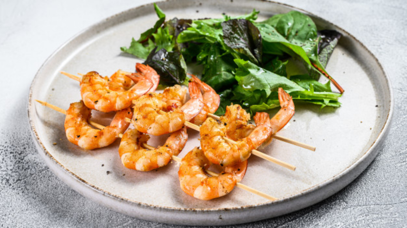 roasted-shrimps-prawns-skewers-with-spinach-salad_89816-7772